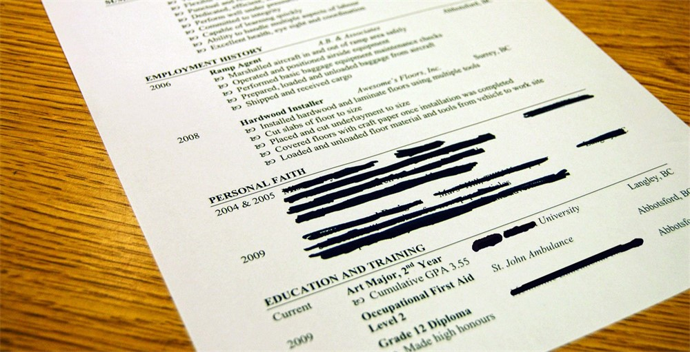 Resume Mistakes Closeup Of Resume Objective And Experience Worst